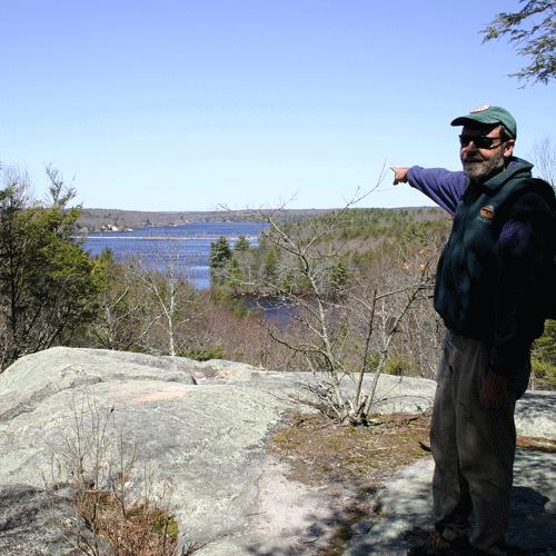 Dan-pointing-186-8629